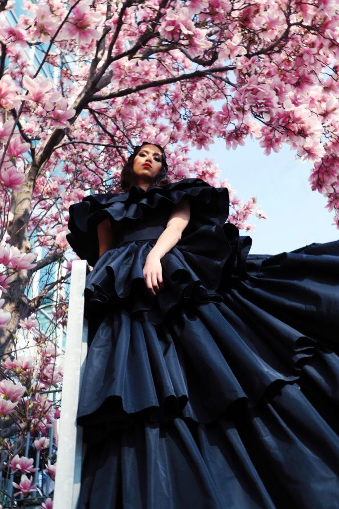 GAIA-Moulham Obid Werkname: schwarzes Kleid-Moulham Obid Designer: © Moulham Obid Fotograf: ©Dennis Stein Make-Up: ©Harout Oglian Model: Antoni Salburg